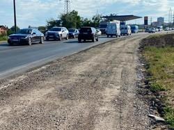 На объездной дороге Одессы строят дополнительные полосы у перекрестков