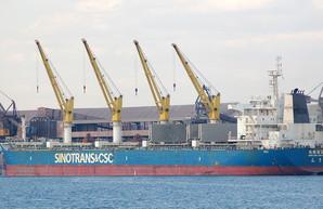 """Порт Южный под Одессой массово обрабатывает грузовые суда класса """"кейпсайз"""""""