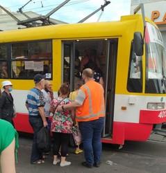 В Одессе снова взялись контролировать посадку пассажиров в городской транспорт (ФОТО)