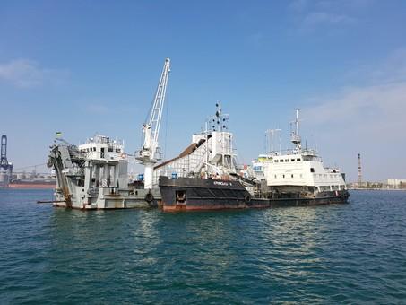 В порту Черноморск углубляют дно