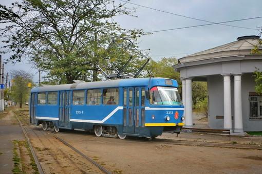 """В Одессе один из трамваев получил """"брендовую"""" окраску из 2000-х (ФОТО)"""