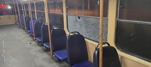 В Одессе на поселке Котовского вандалы бьют стекла в трамваях