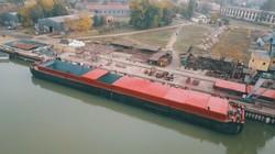 Еще одну крупную баржу для перевозки зерна строят в Измаиле