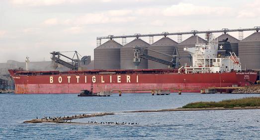 В порту Южный побили собственный рекорд перевалки грузов