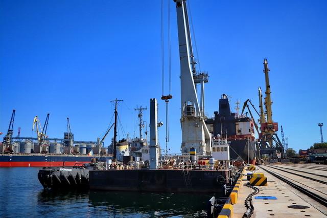 В Одесском порту продолжают реконструкцию причала в Карантинной гавани
