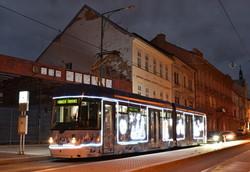 В Европе уже запускают красивые рождественские трамваи (ФОТО)