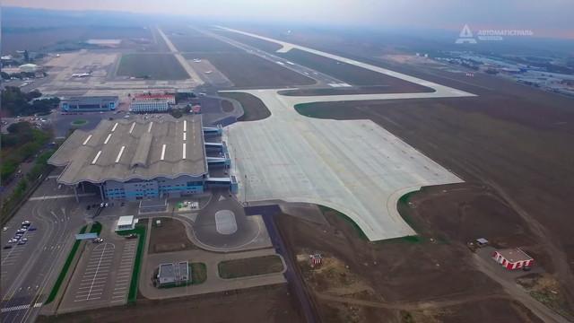 """Новую """"взлетку"""" одесского аэропорта сертифицировали"""