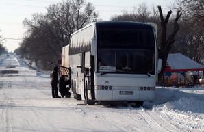 Дороги в Одесской области постепенно расчищают от снега