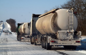 Автотрассы в Киевской области закрыли для грузовиков, в том числе дорогу на Одессу