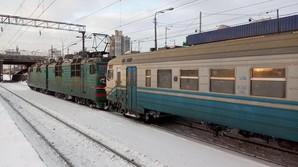 Под Киевом сломалась недавно отремонтированная электричка: ее тянули электровозом (ВИДЕО)
