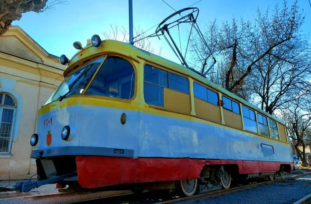 В Одессе уже начали испытывать трамвайную линию на Новощепном Ряду (ФОТО)