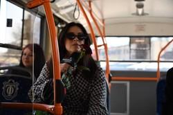 8 марта одесситок поздравляли в троллейбусе (ФОТО)