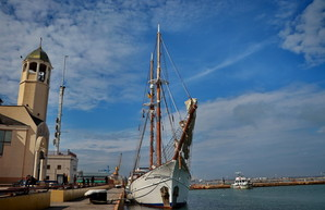 В Одесском порту гостят 100-летняя парусная яхта и 60-летний пассажирский теплоход (ФОТО, ВИДЕО)