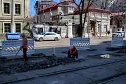 В Одессе начали ремонтировать мостовую на Французском бульваре (ФОТО)