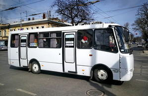В Одессе маршрутки ездят битком набитыми людьми (ФОТО)