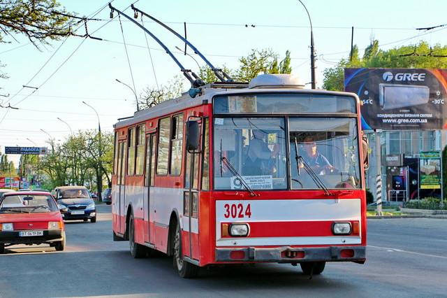 Городской транспорт Николаева переходит в режим спецперевозок и только в часы пик