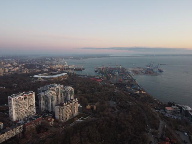 В порту Одессы ограничена работа из-за погоды