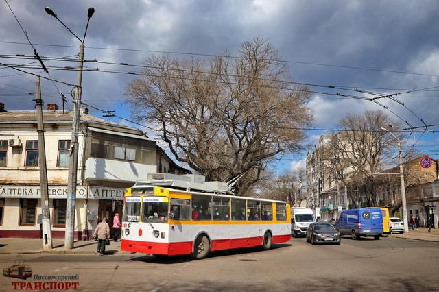 В Одессе ведут ямочный ремонт дорог