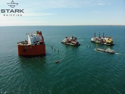 Как в порту Черноморск дноуглубительную флотилию поднимают на грузовое судно (ФОТО)