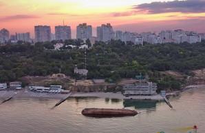 Затонувший в Одессе танкер признали собственностью государства