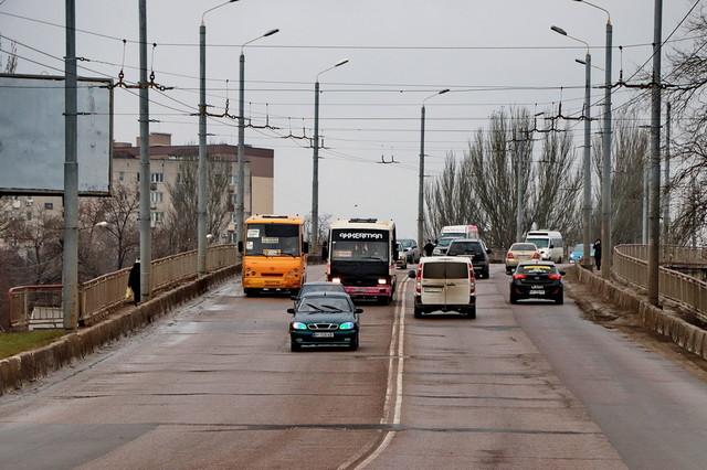 В Одессе будут закрывать въезд грузовиков на Ивановский путепровод специальными воротами