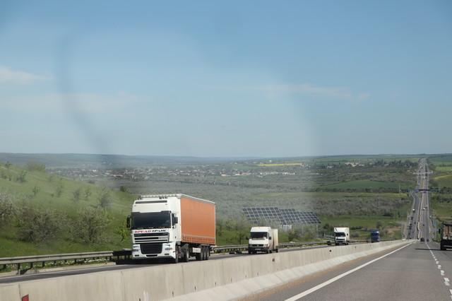 На дорогах Одесской области в жаркую погоду ограничат движение грузовиков