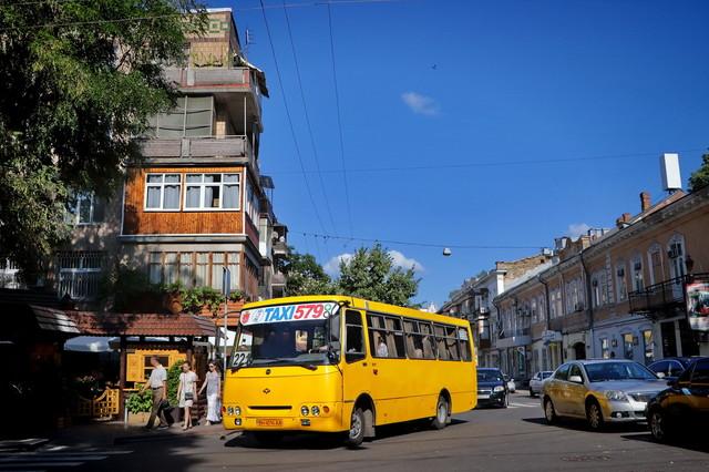 В Одессе меняют путь в центре города сразу три маршрута автобусов