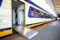 Железная дорога показала модернизированную электричку (ФОТО)