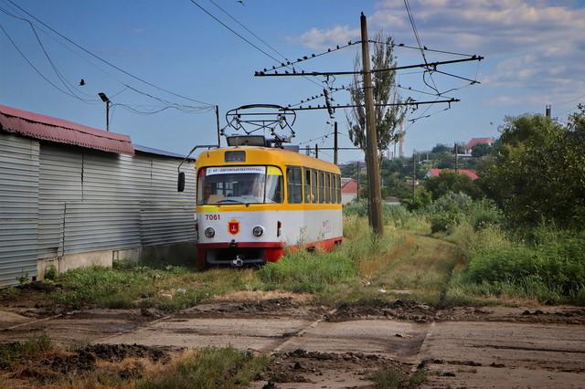 Засыпанные рельсы и лужи: в Одессе не ходит камышовый трамвай (ФОТО, ВИДЕО)