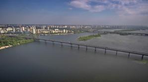 В Киеве обещают восстановить движение трамваев по мосту Патона