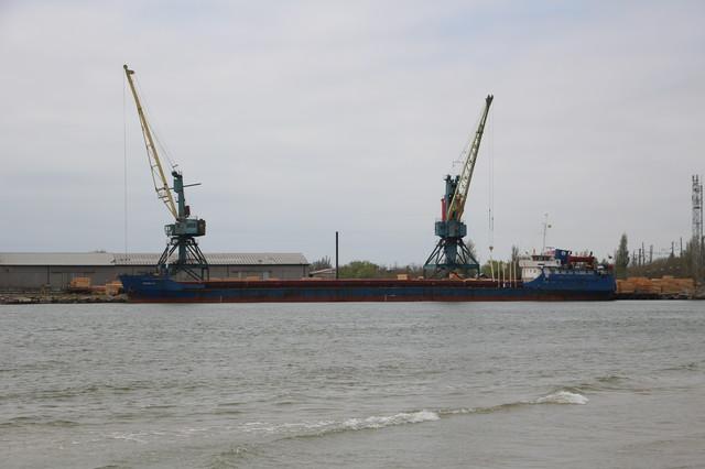В Одесской области возобновляют перевалку грузов у причалов в устье Днестровского лимана