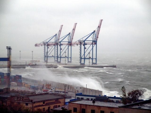 В портах Одесской области непогода мешает работе