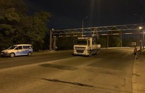 В Одессе перекрыли проезд для грузовиков по Ивановскому путепроводу