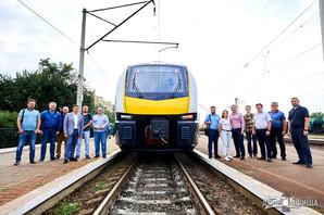 """""""Укрзализныця"""" показала, на чем собирается возить пассажиров: новые и старые поезда показали в оригинальном видеоролике"""