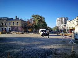 В Одессе на Новощепном Ряду начали готовить основание под укладку трамвайных путей (ФОТО)