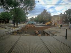"""В Одессе уже укладывают новые трамвайные пути у """"Привоза"""" (ВИДЕО)"""