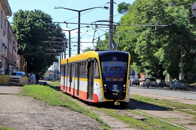 Большинство одесситов используют общественный транспорт