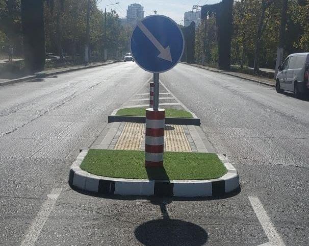 На улицах Одессы установили новые островки безопасности