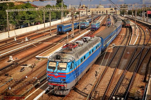 Карантин: пассажиров просят приезжать на железнодорожные вокзалы заранее