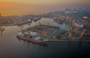 В украинских портах за 9 месяцев 2021 года обработка грузов сократилась на 10%