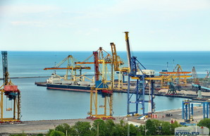 В порту Черноморск продолжается падение грузопотоков